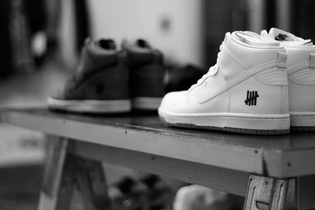 "UNDEFEATED × NIKE / Dunk Hi ""Bring Back 2003″"