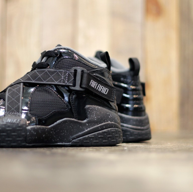 NIKE Air Raid Retro Black