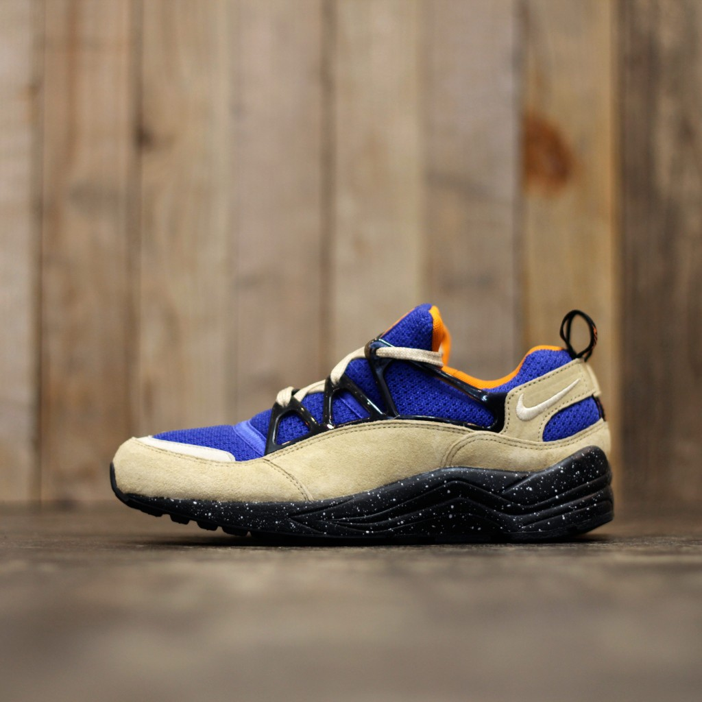 NIKE AIR HUARACHE LIGHT PRM