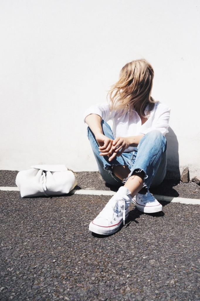 white_sneaker_0
