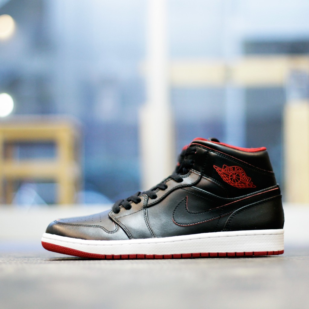 NIKE AIR JORDAN 1MID 30th Anniversary